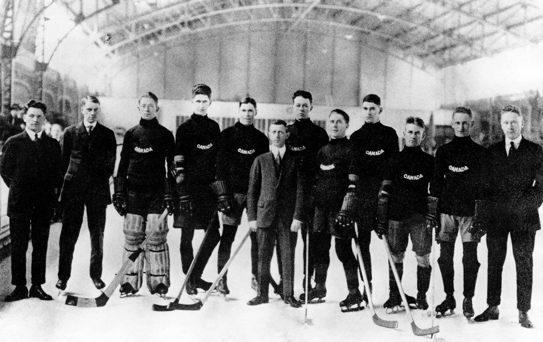 Winnipeg Falcons standing as a team on ice