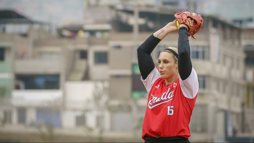 Danielle Lawrie getting ready to pitch