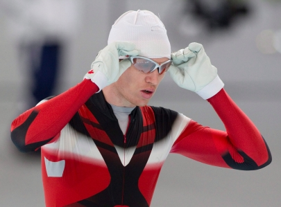 Jeremy Wotherspoon adjusting glasses before race