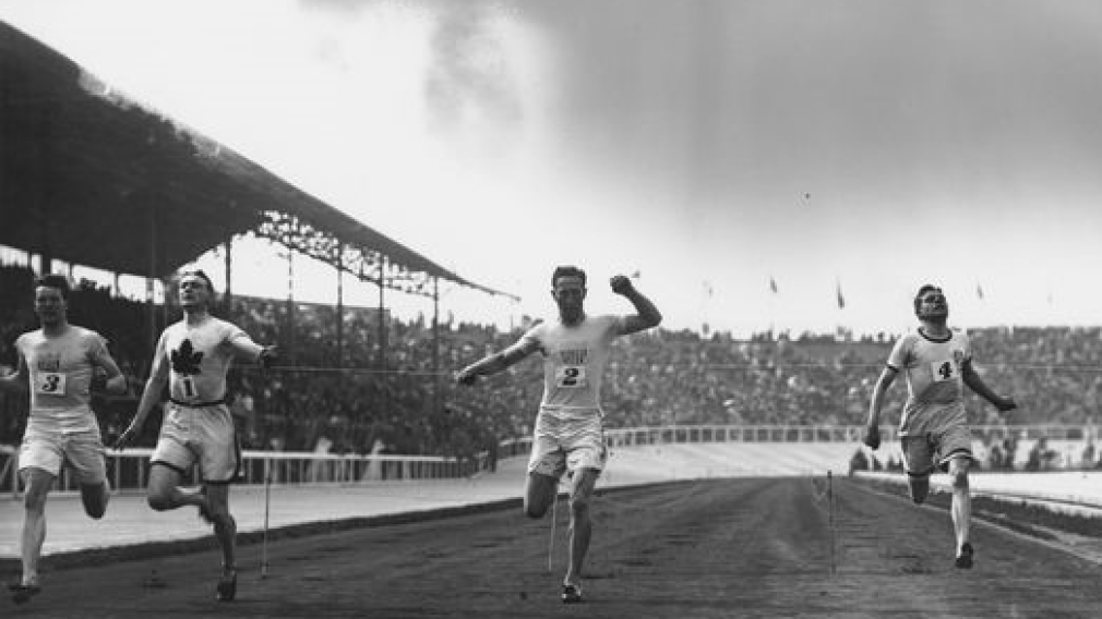 Robert Kerr, second from left, winning the gold medal in the 200 metre sprint at the 1908 Olympics