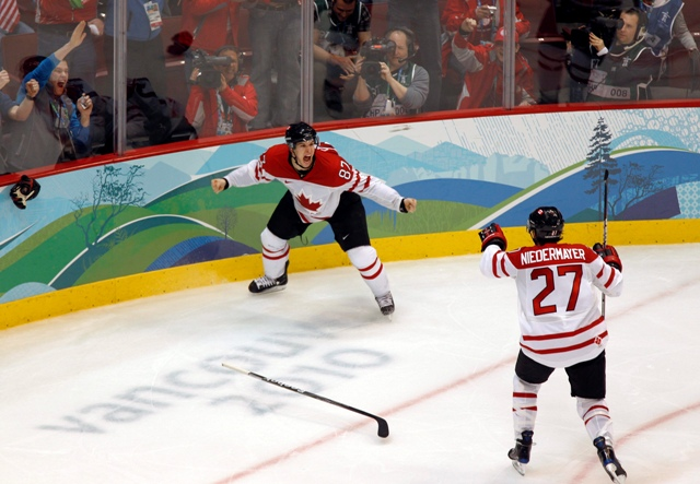 Sidney Crosby celebrates his golden goal at the Vancouver 2010 hockey final