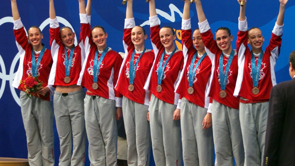 Synchronized swimming team takes bronze in Sydney