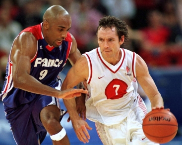 Steve Nash tries to move the ball against Makan Dioumassi of France