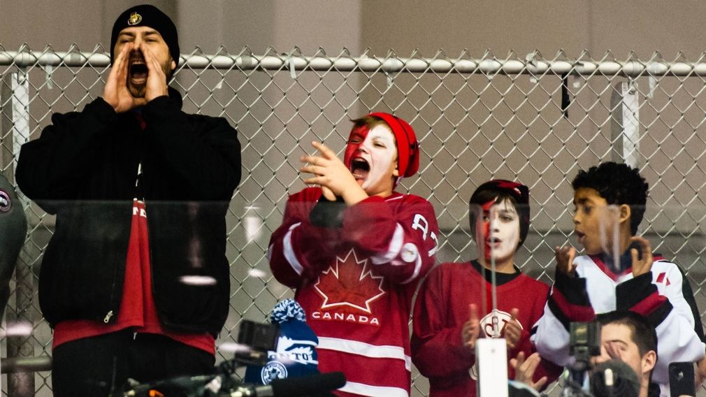 Enough about the weather, Canadians talk hockey on Twitter