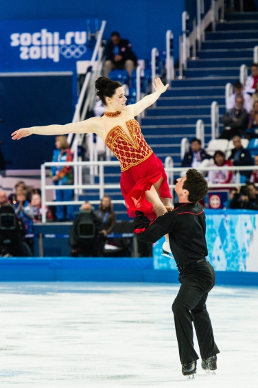 Tessa Virtue and Scott Moir competing