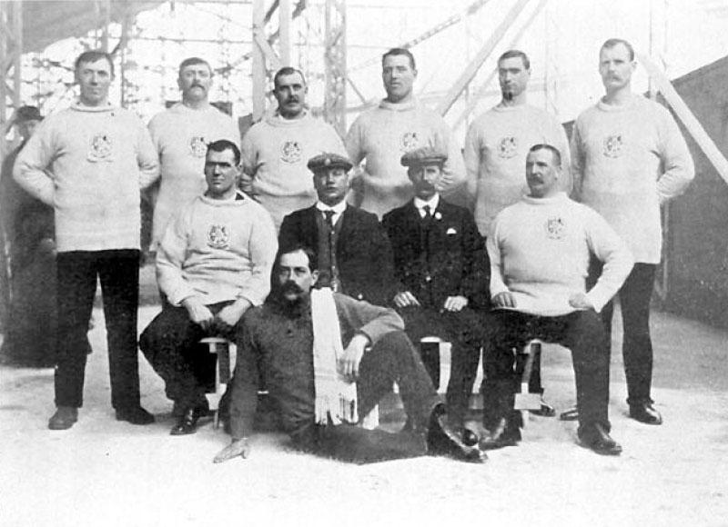 1908 City of London police (via Wikimedia Commons)