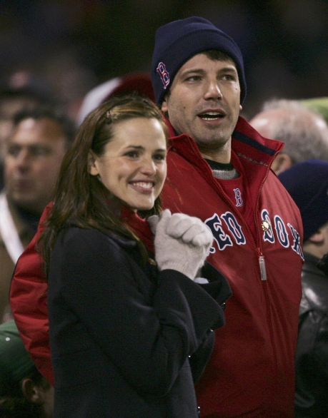 Ben Affleck and Jennifer Garner cheering on the Red Sox. Photo: CP