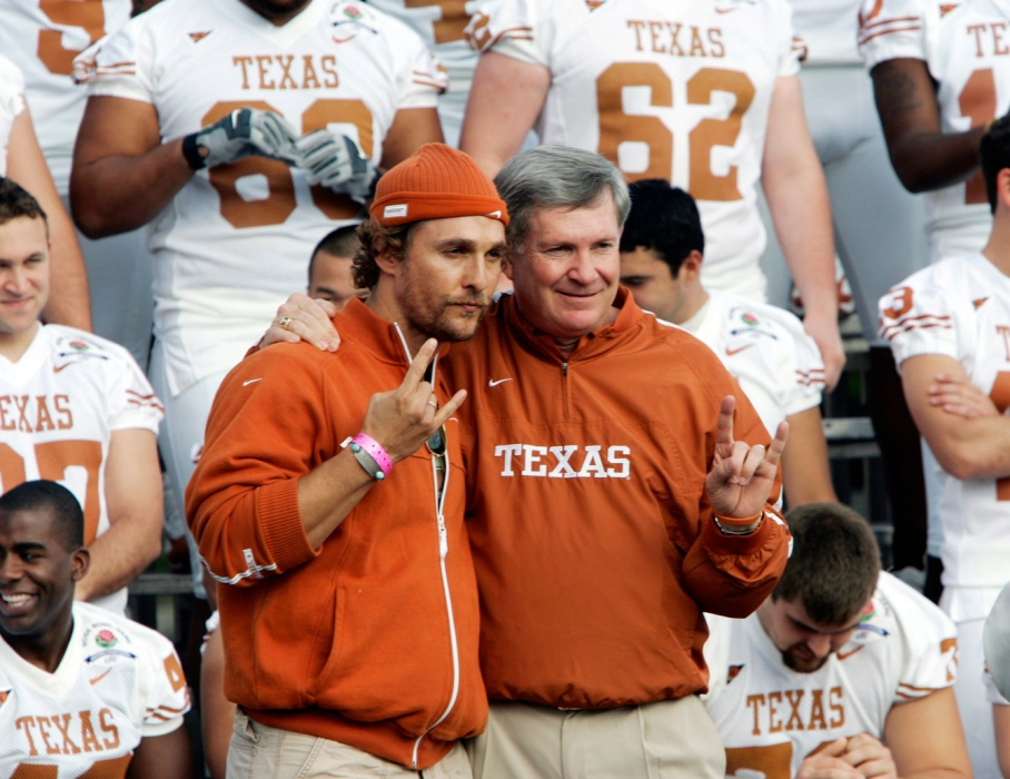 McConaughey poses with Longhorns coach Mack Brown during a photo session at the 2006 Rose Bowl. Photo: CP