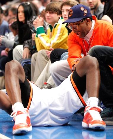 Spike Lee shouts at Knicks guard Toney Douglas. Photo: CP