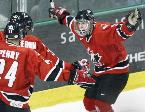 SidneyCrosby, right, celebrates a goal with Patrice Bergeron and Corey Perry during the 2005 World Juniors (Photo: CP)