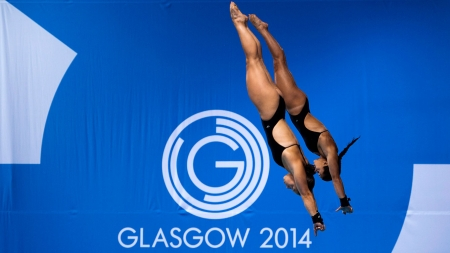 Meaghan Benfeito & Roseline Filion dive their way to 10m synchro gold at the Glasgow 2014 Commonwealth Games.