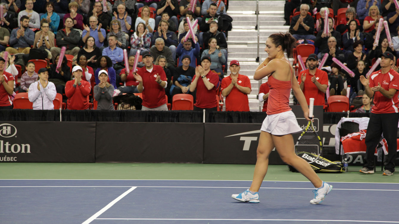 Gabriela Dabrowski got the crowd going with a strong start on Sunday.