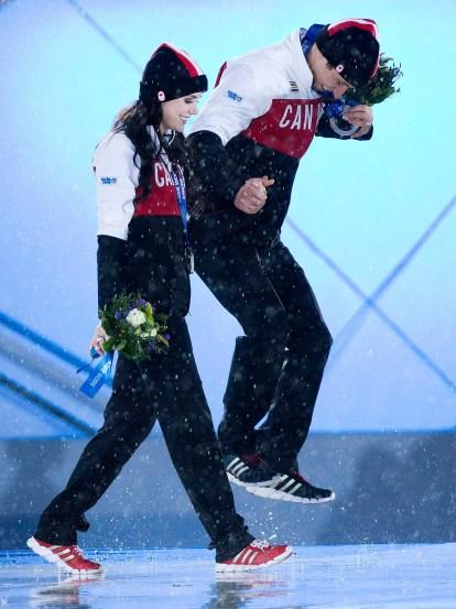 Tessa Virtue and Scott Moir celebrate their silver medal (Sochi)