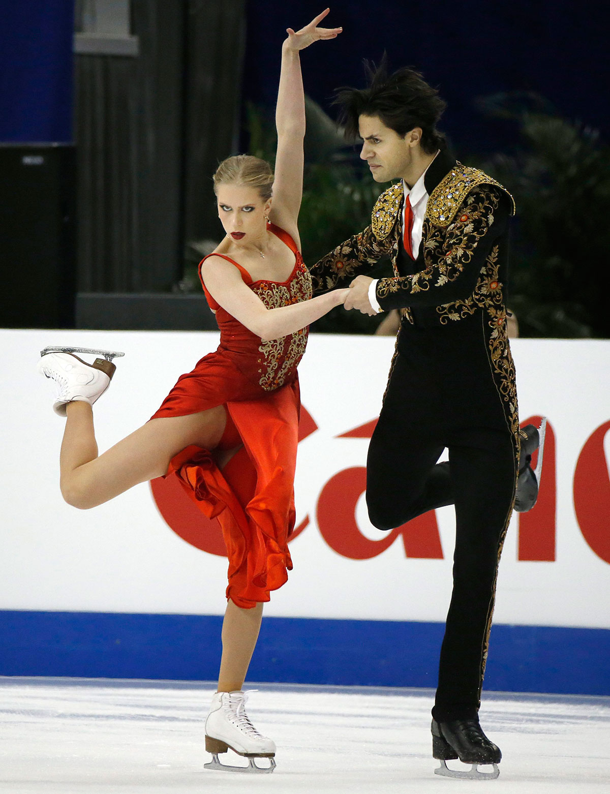 Kaitlyn Weaver and Andrew Poje in the short dance at Shanghai.