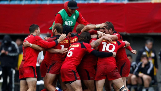 Canada celebrates its win over New Zealand at the Sevens World Series stop in Tokyo, April 5, 2015 (Photo: World Rugby Sevens).