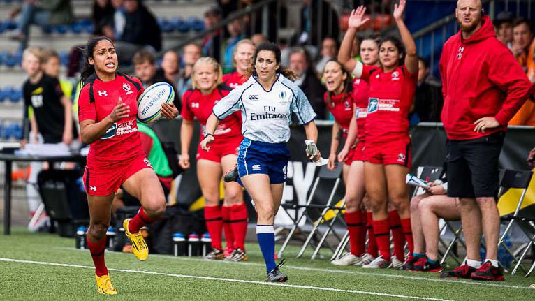 Magali Harvey breaks away against France at the Amsterdam Sevens on May 23, 2015 (Photo: Ron LeBlanc/Rugby Canada).