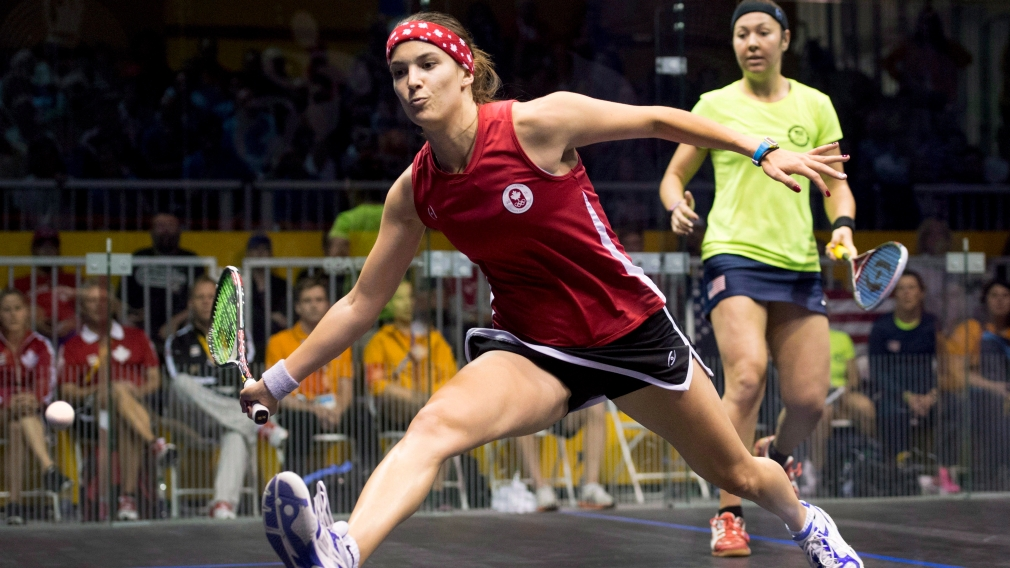 What is the difference between racquetball and squash?