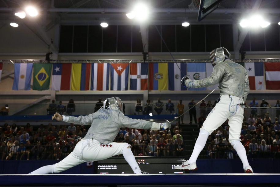 Two fencers competing