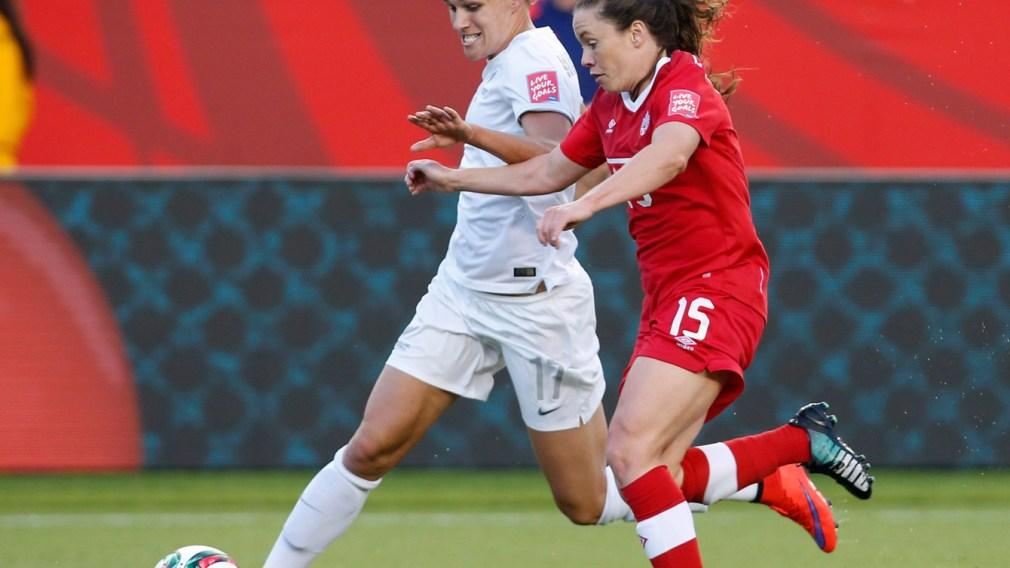 Allysha Chapman running beside an opponent