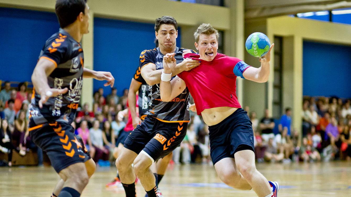 Daniel Devlin (in red; photo: Handball Canada).