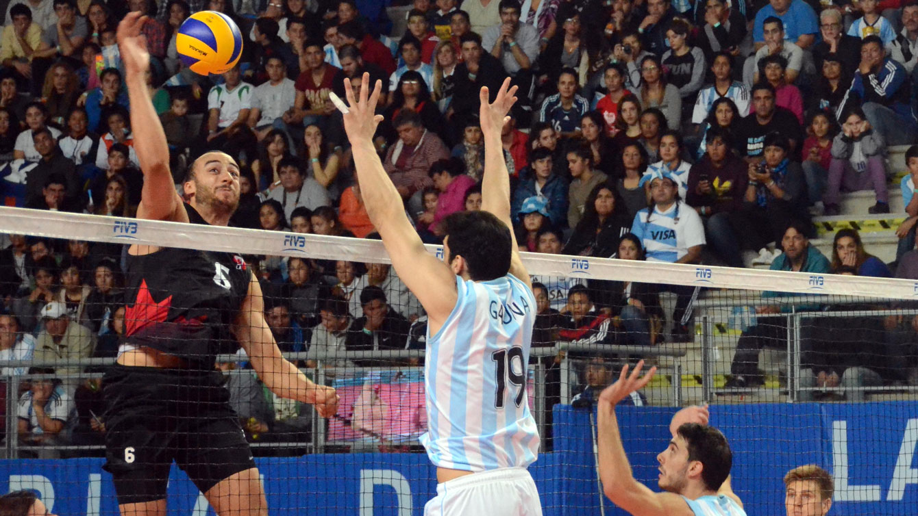 Justin Duff goes up for a spike against Argentina in FIVB World League on June 27, 2015 (Photo: FIVB).
