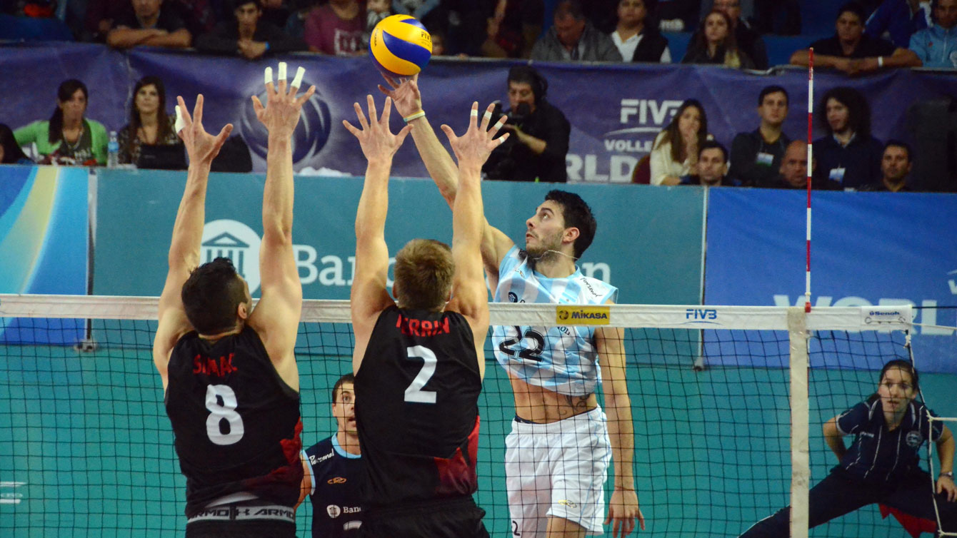 Adam Simac and Gord Perrin get up to block an Argentina hit on Saturday, June 27, 2015 (Photo: FIVB).