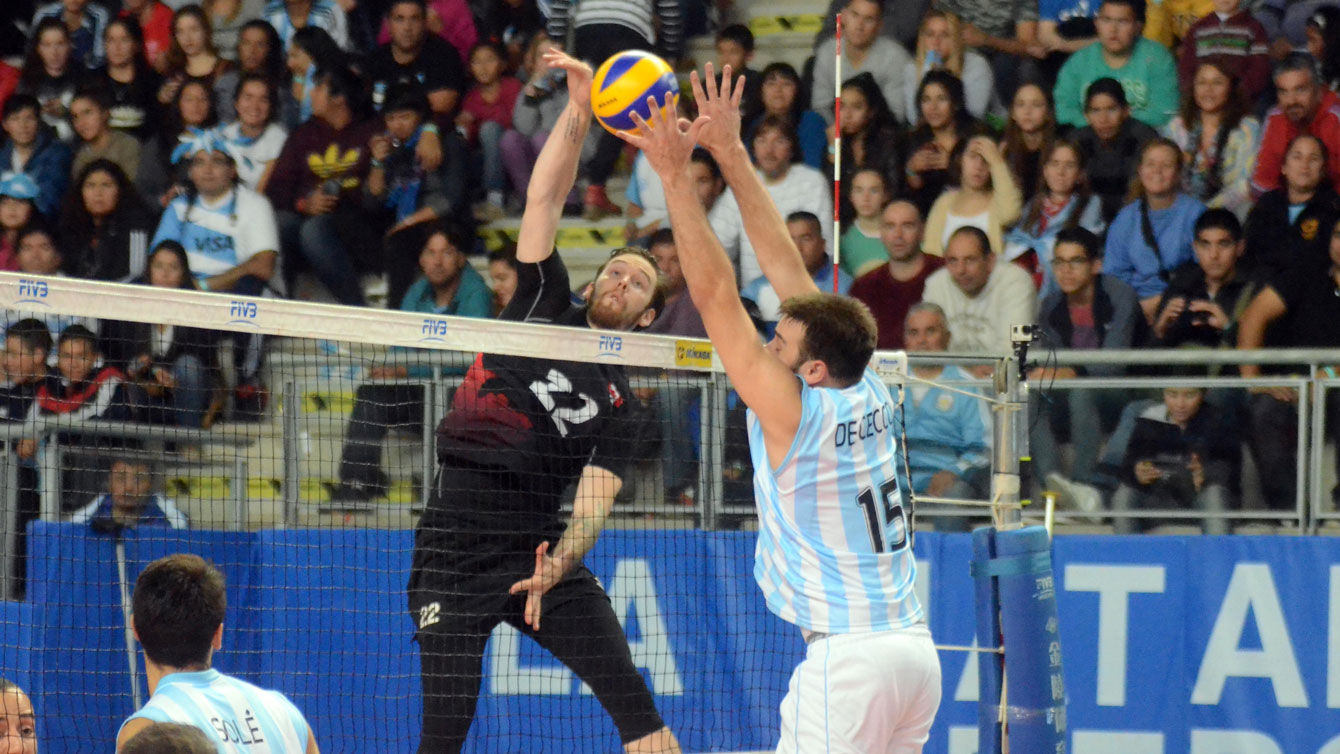 Steven Marshall gets up to hit in FIVB World League against Argentina on June 27, 2015 (Photo: FIVB).