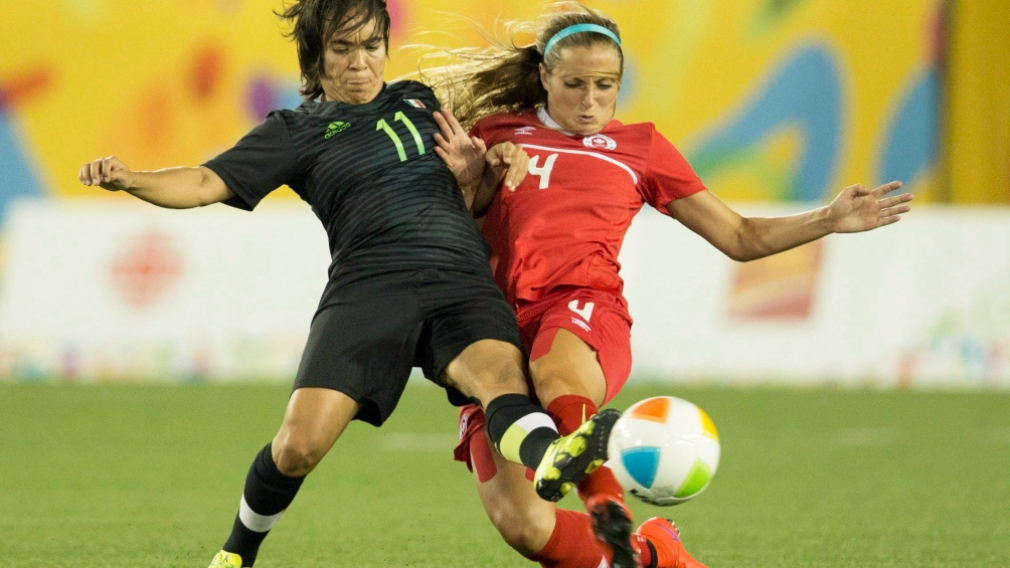 Shelina Zadorsky defending against Monica Ocampo of Mexico
