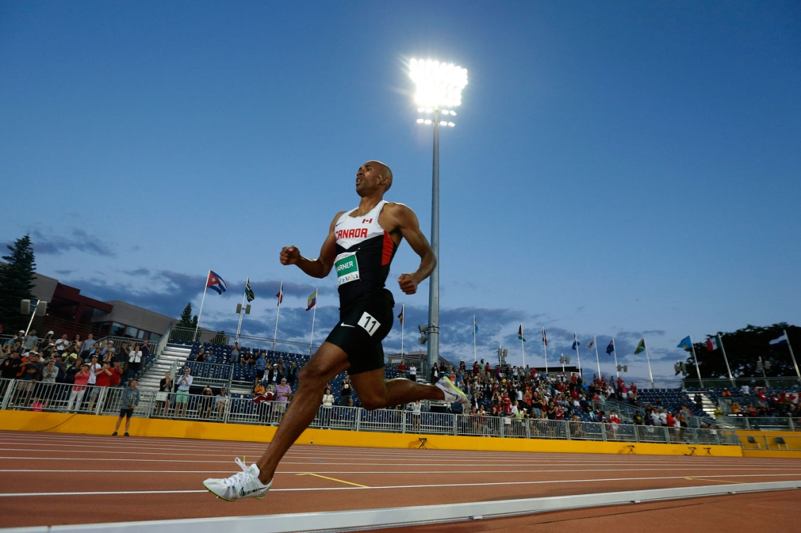 Damian Warner pulled away from the pack in the men's 1500m and held on to win gold in a personal best time.