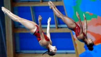 Jennifer Abel and Pamela Ware diving