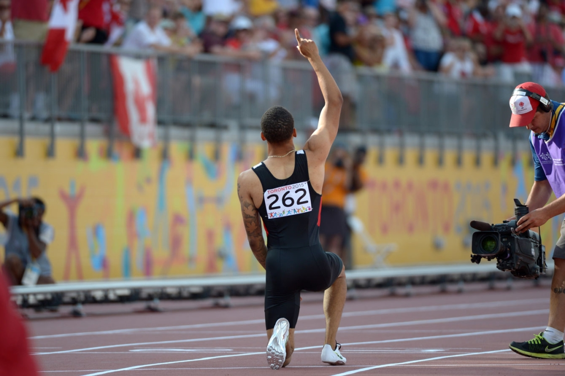 Andre De Grasse broke his own Canadian record in the 200m on Day 14 at Toronto 2015.
