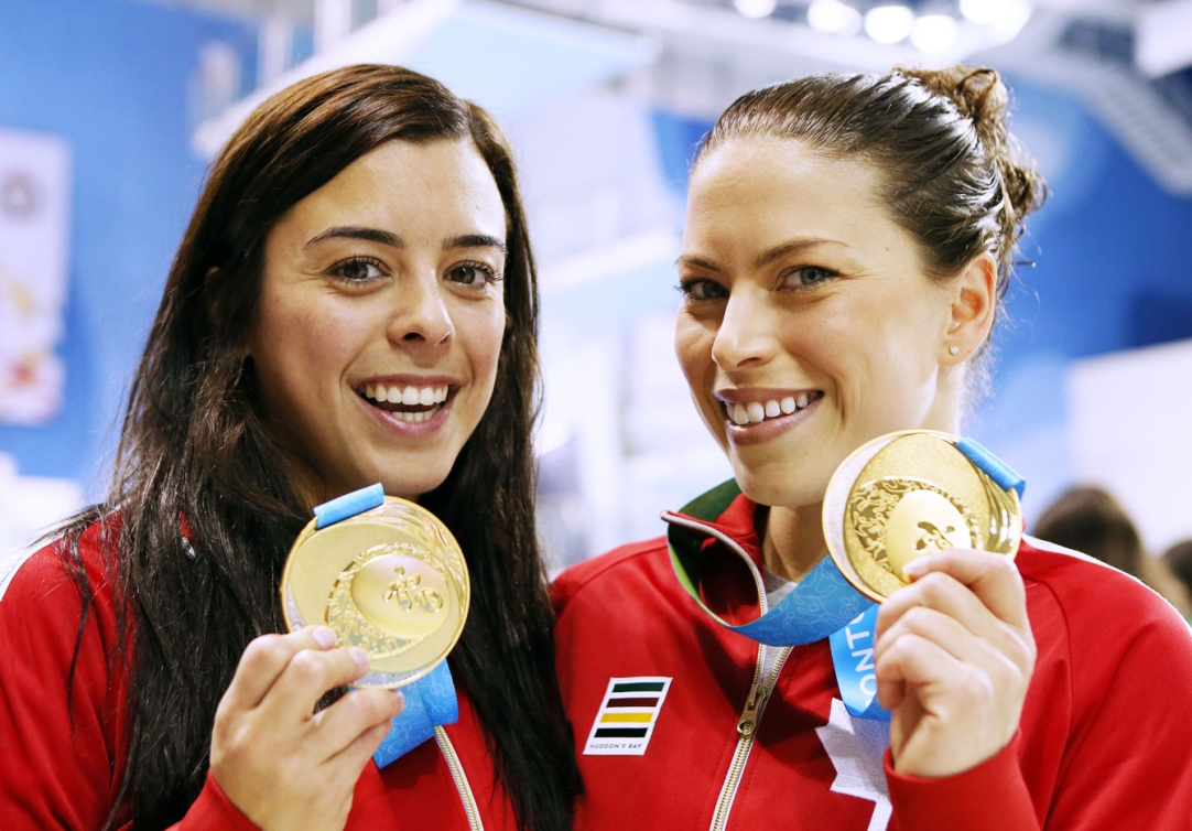 Meaghan Benfeito and Roseline Filion show off their synchronized 10m platform gold. (Photo: Vaughn Ridley)
