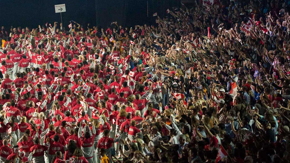 10 magnificent photos of Canadian fans at Pan Am Games