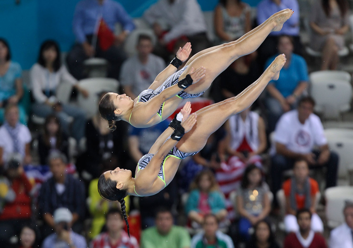 Roseline Filion (foreground) and Meaghan Benfeito diving at London 2012.