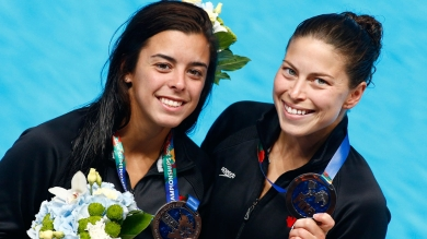 Meaghan Benfeito (left) and Roseline Filion with their 10m synchro silver medals from the FINA World Championships in diving (Kazan, Russia) on July 27, 2015.