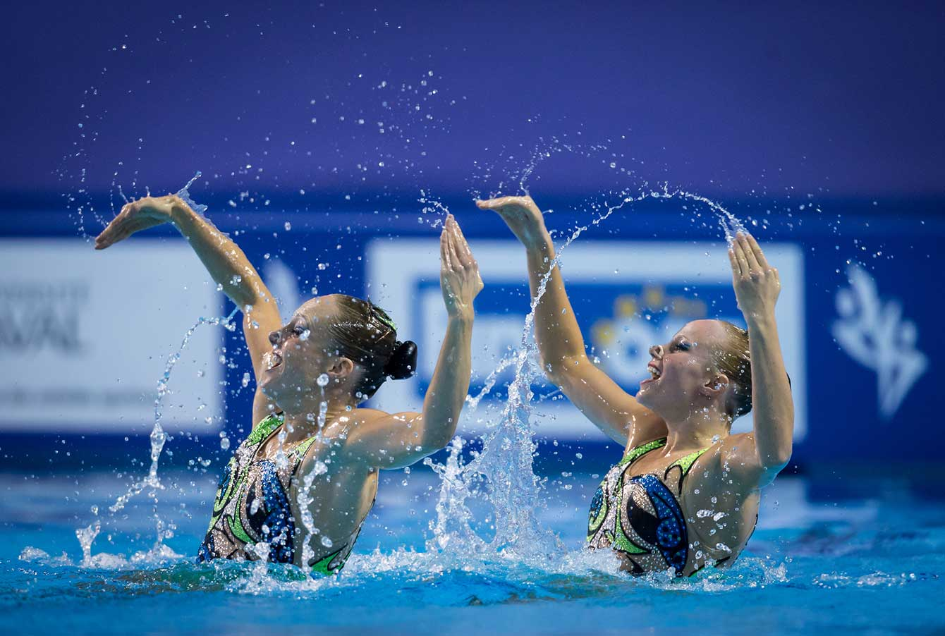 Karine Thomas (left) and Jacqueline Simoneau seen at the 2015 Synchronized Swimming World Cup. | Photo: Synchro Canada