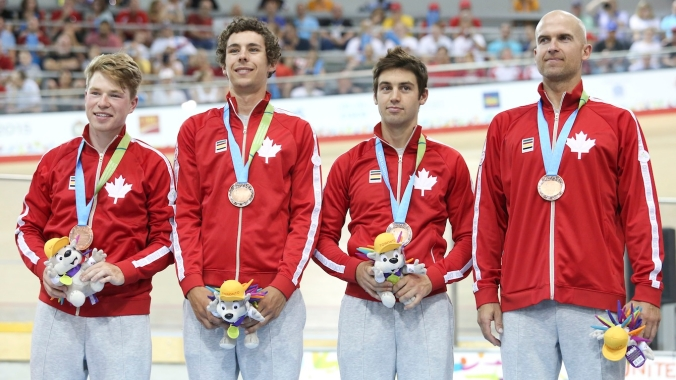 Canada's Men's pursuit team receive their bronze medals.