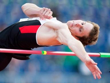 Derek Drouin clears the bar in the men's high jump final