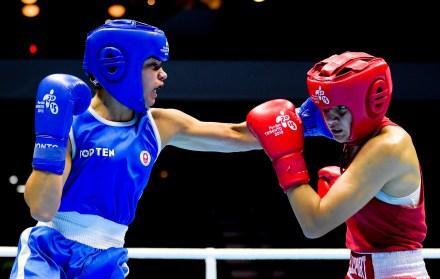 Caroline Veyre competes against Dayana Sanchez