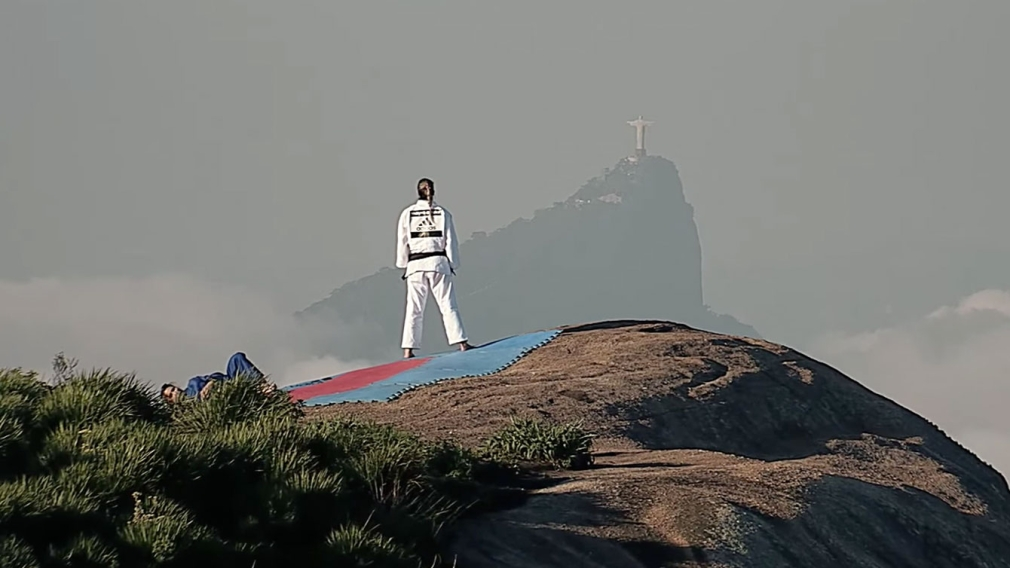 VIDEO: This is what happens if you put Olympic sports on a mountain in Brazil