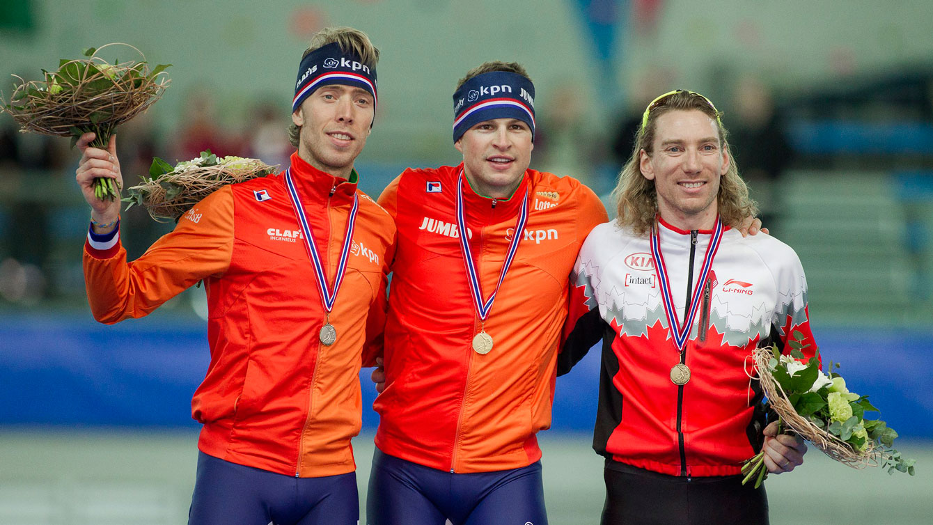 Ted-Jan Bloemen (right) on the World Cup podium following the men's 5000m race in Stavanger, Norway on January 30, 2016.