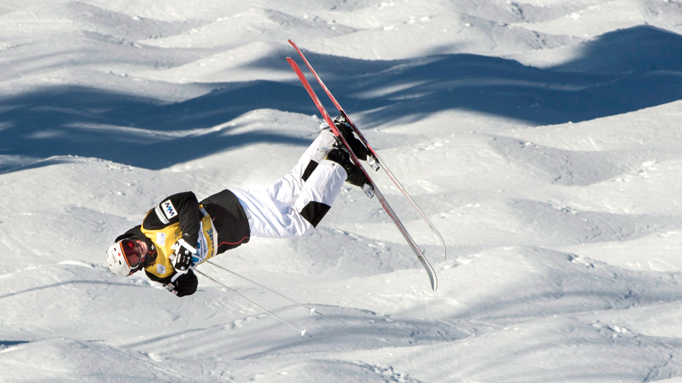 Mikaël Kingsbury of Canada competes in the super final at the FIS Freestyle Ski World Cup Saturday, January 23, 2016 in Val St-Come, Que.