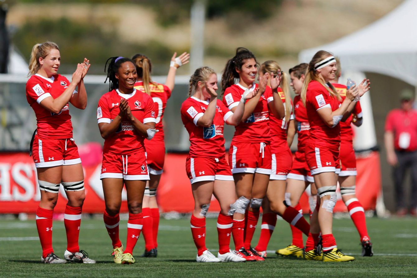 The Canadian women's rugby sevens squad thank the crowd following their last match at Canada 7s in Langford, BC (Photo: World Rugby).
