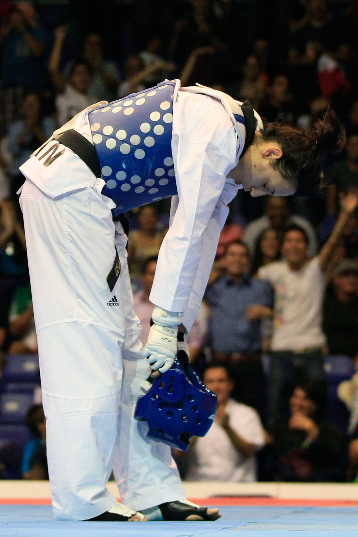 Melissa Pagnotta bows after winning Pan Am Games gold in Guadalajara, Mexico on October 17, 2011.