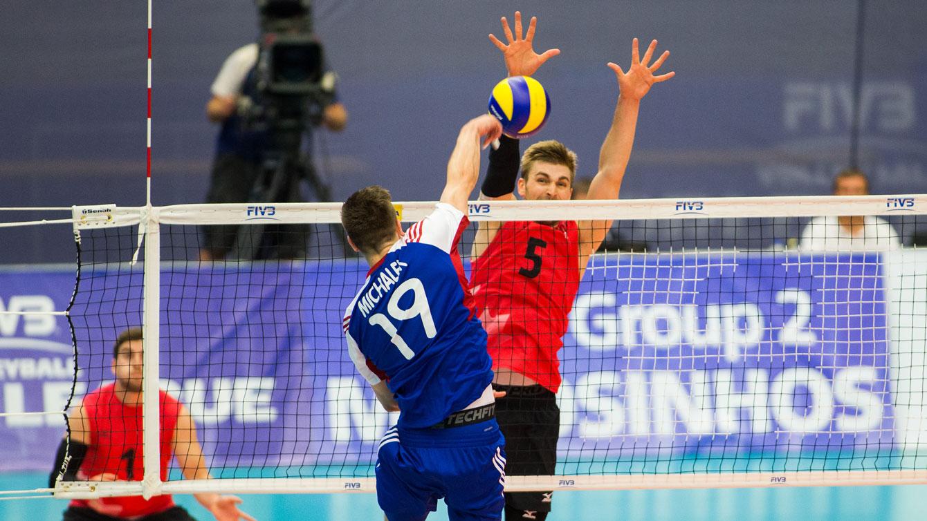 Rudy Verhoeff blocks a Czech Republic hit at the FIVB Men's Volleyball World League on June 19, 2015. Photo: FIVB