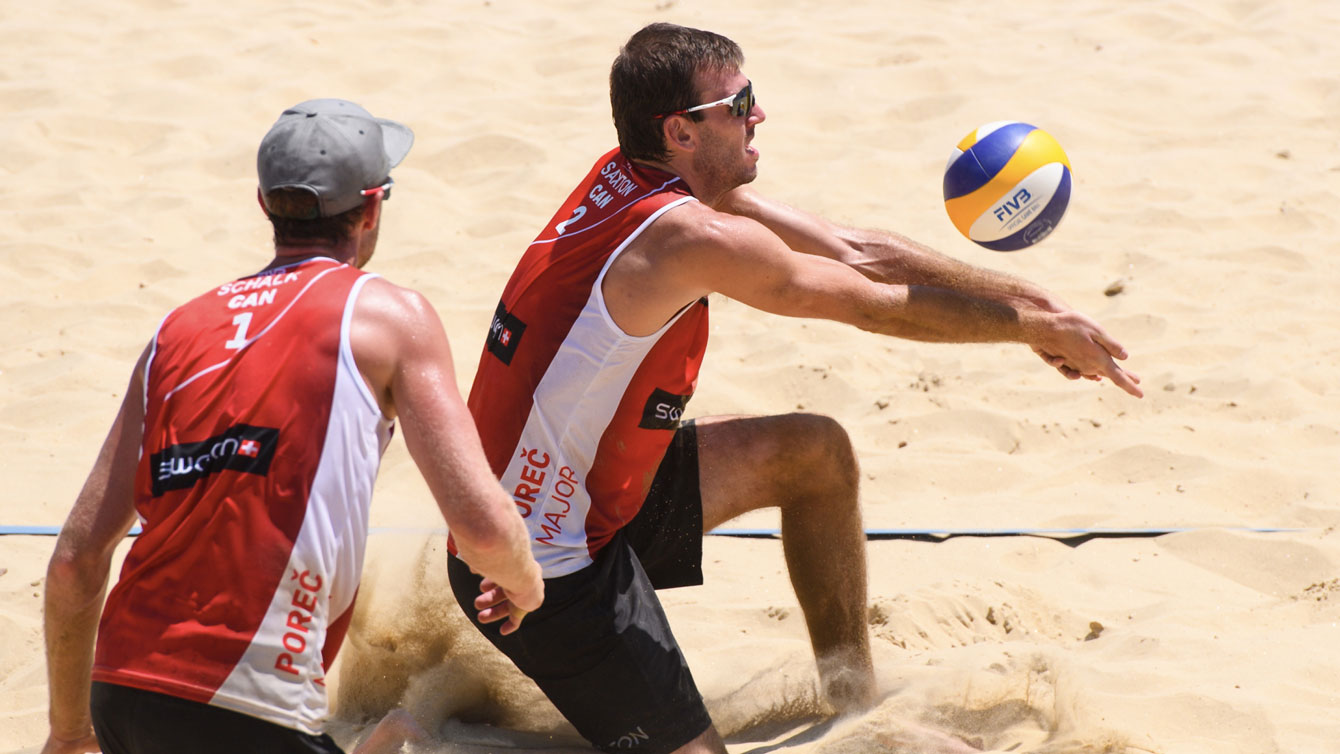 Ben Saxton (right) with Chaim Schalk looking on at the 2016 Porec Major (Photo: FIVB).
