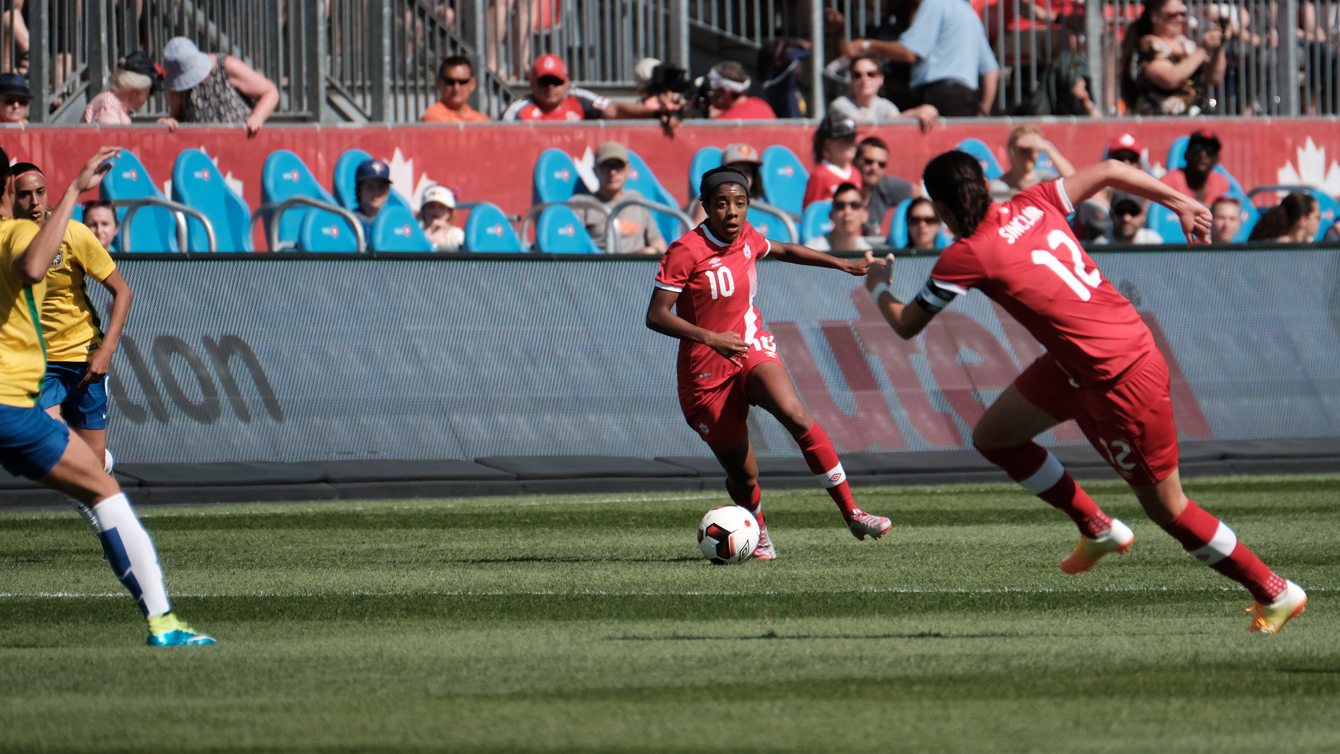 Ashley Lawrence controls the ball in a friendly against Brazil on June 4, 2016 in Toronto (Thomas Skrlj/COC)