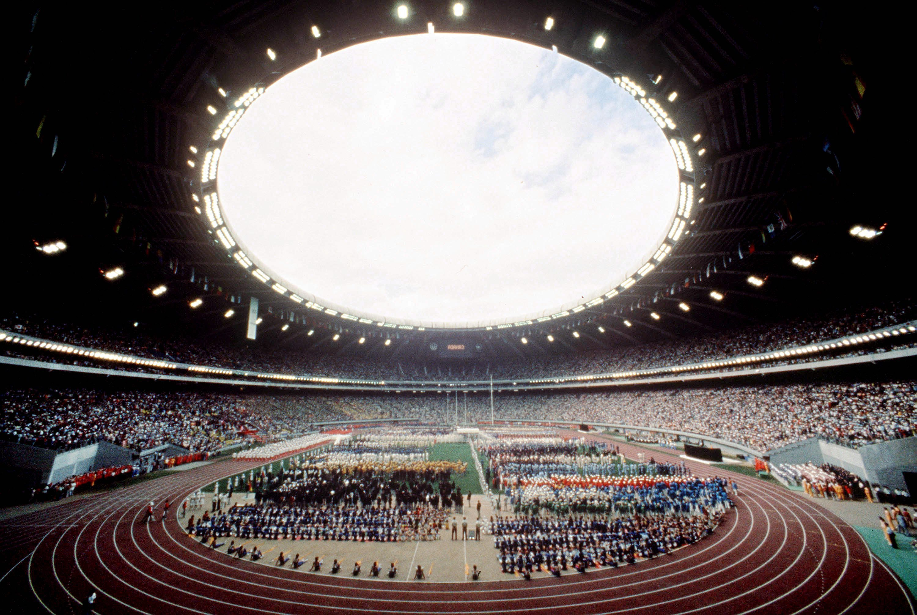 Inside the Olympic Stadium in Montreal during the 1976 Olympic Games. (CP Photo/ COC/ RW) Cette photo montre une vue de l'intérieur du Stade olympique lors des Jeux olympiques de Montréal de 1976. (Photo PC/AOC)