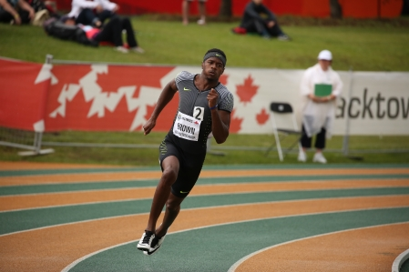 Aaron Brown sprinting in the 200m at the Canadian Track and Field Championships and Selection Trials for the 2016 Summer Olympic and Paralympic Games, in Edmonton, Alta. Brown will also be representing Canada in the 100m and the 4x100m (Steve Boudraeu/COC)