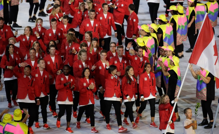 Rosannagh Maclennan carries the flag of Canada during the opening ceremony for the 2016 Summer Olympics in Rio de Janeiro, Brazil, Friday, Aug. 5, 2016. (AP Photo/Patrick Semansky)